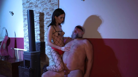 Teen domme Nikki Fox has an older sub to play with