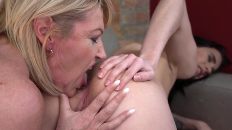 Young Nikki Fox learns a couple of tricks from Milf Amy
