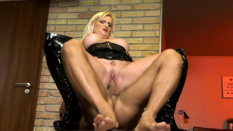 Dominating blonde MILF Anna Valentina disciplines male client
