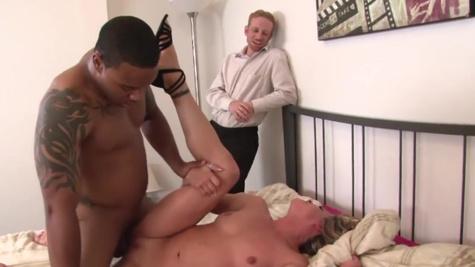 Amanda Blow makes cuckold hubby watch her fucking black guy