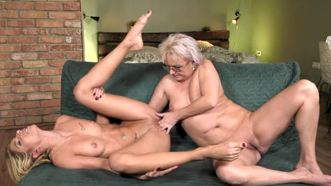 Young Missy Luv licks twat of elderly lesbian Elvira