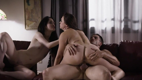 Lucky lad fucks Chanel Preston and Evelyn Claire on the couch