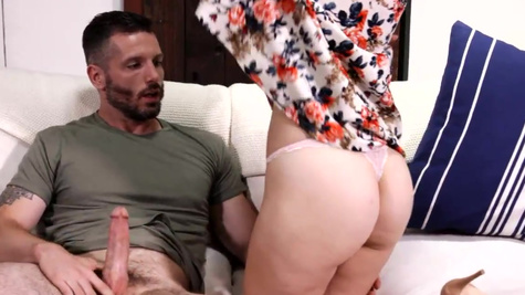 Blonde Alexa Grace has an affair with mom's boyfriend