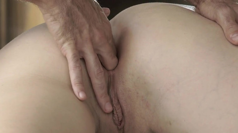 Massage from BF makes Sofia Curly in the mood for anal