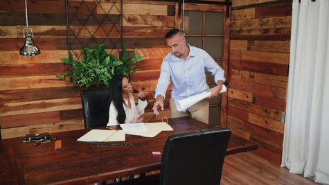 Office lady Veronica Rayne lets fuck her on the table