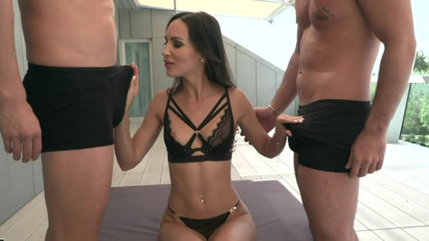 Beautiful model Lilu Moon nicely double penetrated