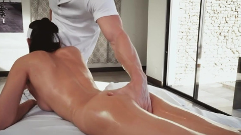 Sweet Ariana Marie wants to dominate over swimming instructor