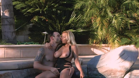 Pool guy fucks blonde bombshell Kylie Page by pool