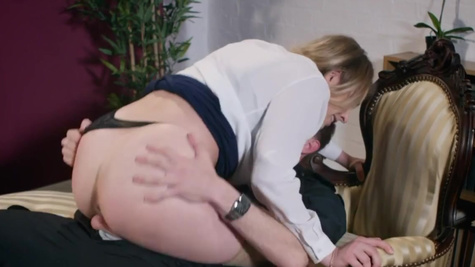 Babe Giselle Palmer chooses second between jail and sex