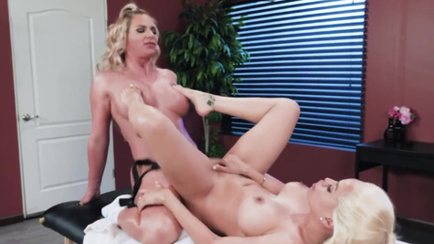 Something dirty between Luna Star and Phoenix Marie