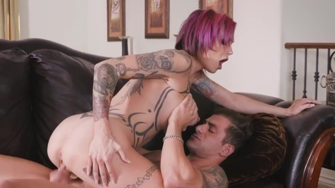 Tattooed MILF Anna Bell Peaks with pink hair is porn master