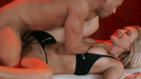 Hot blonde Natalia Starr gets properly laid