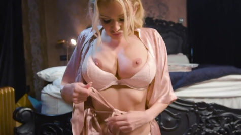 Amber Jayne in Benedict With Benefits