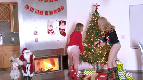 Britney Light, Mazzy Grace in A Package From Santa