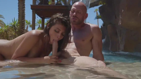 Ella Knox in There's nothing like a day of catching rays, swimming, and pounding Ella Knox's wet pussy in the pool