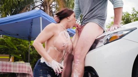 Diamond Foxxx in Mama's Car Wash