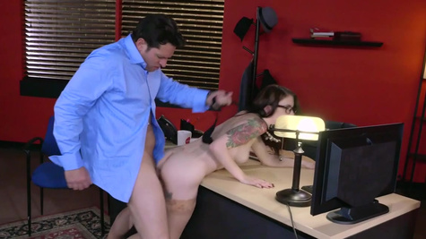 Young office babe bends for cock in exchange for a raise