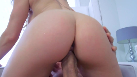 Amazing wife spins the dick in her creamy twat for hours