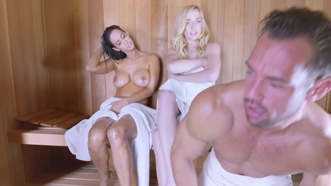 Time for a sauna pussy check for this curvy ass hottie