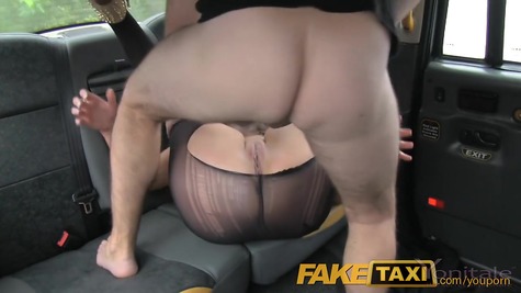 The taxi driver tore off the blonde and filled her pussy with jizz