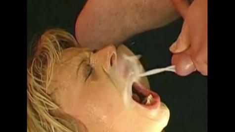 Кончают самкам на открытые ротики - жаркая сперма нарезка