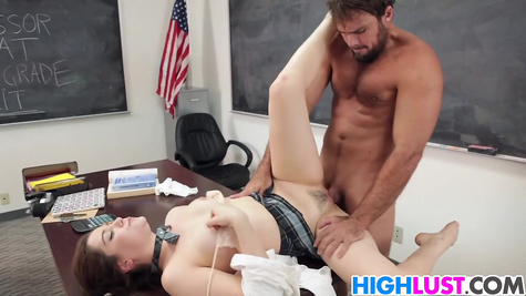 The damsel was lying on the table, the pumped-up male powerfully perdulated her
