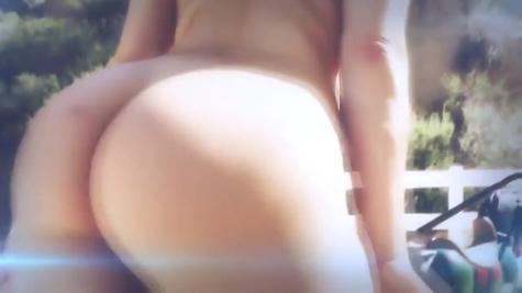 Свое сексапильное тело демонстрировала