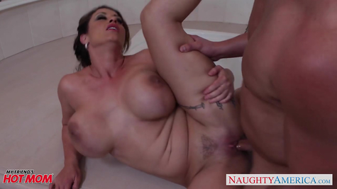 Busty MILF Eva Notty gets her tight pussy fucked