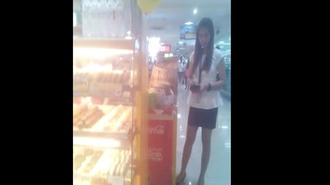 Chick Skirt Cam - Peeping