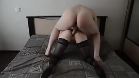 Домашняя порнуха - тарабанит грудастую вкусную девку в чулках