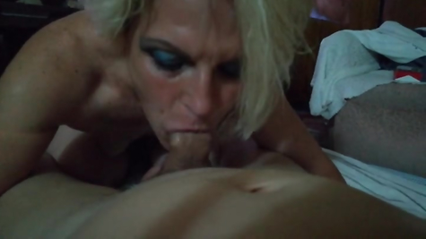Old whore scribbles a cool homemade throat blowjob