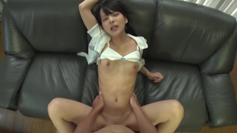 Жаркая порнушка с тощей азиаткой брюнеткой
