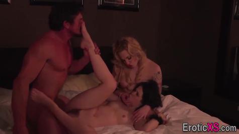 Жаркое американское порно втроем