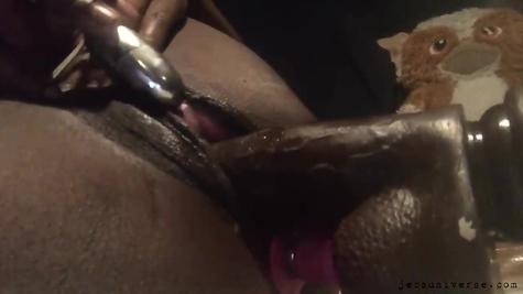 Секс с игрушками – дырки игрушками разрабатывают блудницы