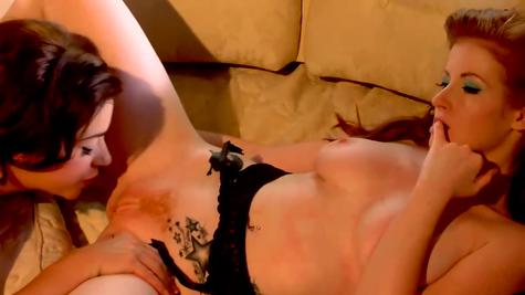 Лесбиянки в жарком порно видео
