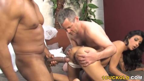 Allows Negro tear his calf