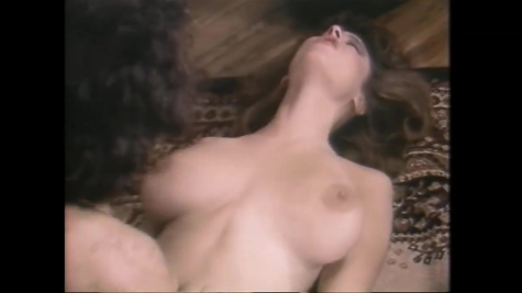Жаркое ретро порно - грудастую бабу мужик отлично трахает