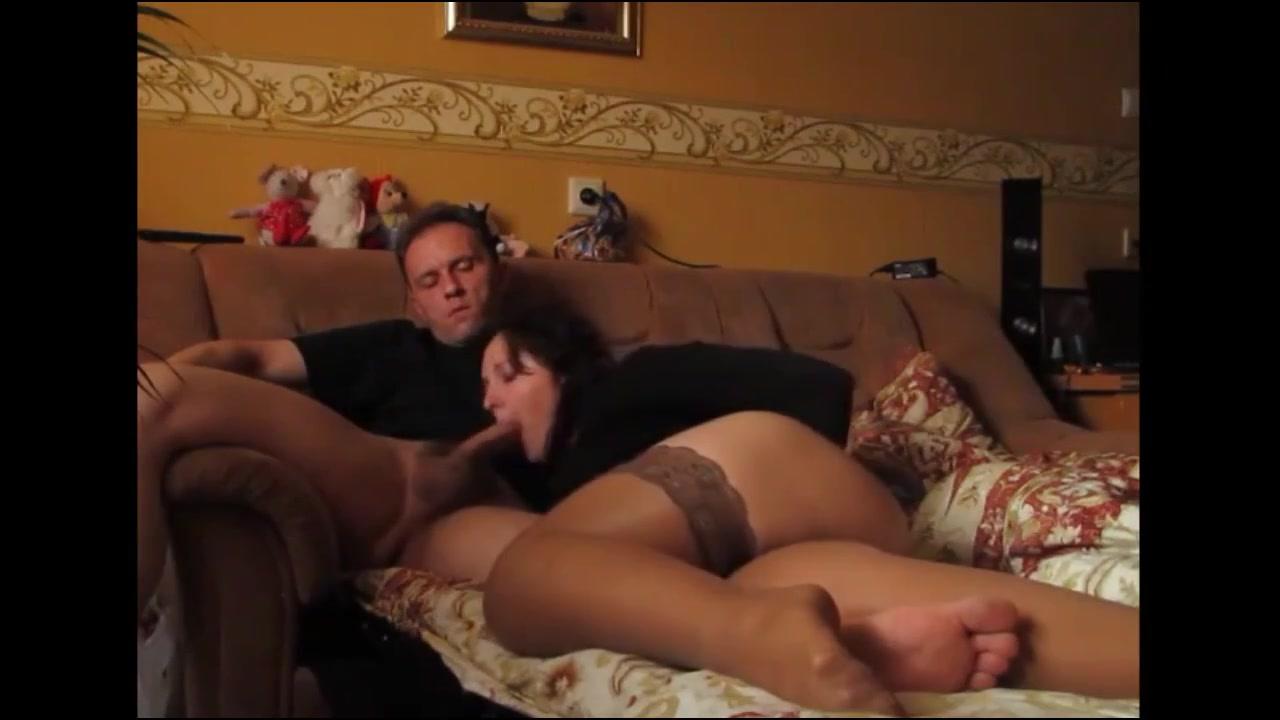 Видео порно секс дома муж пристает к жене, порно парень выебал подругу