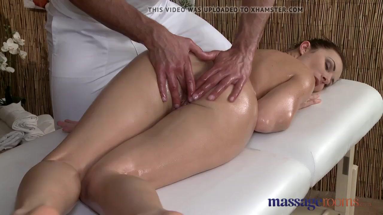 с помощью массажа соблазнил клиентку - 12