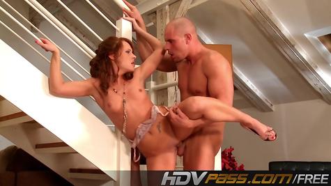 Здоровяк ебет рыжую - крутая порнуха